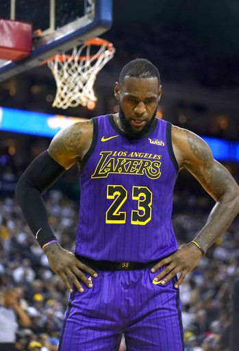 the latest bfaf5 21789 Lakers lose LeBron James to groin injury, rout Warriors