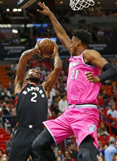 4c3c74e7685 Miami Heat center Hassan Whiteside (21) defends against Toronto Raptors  forward Kawhi Leonard (