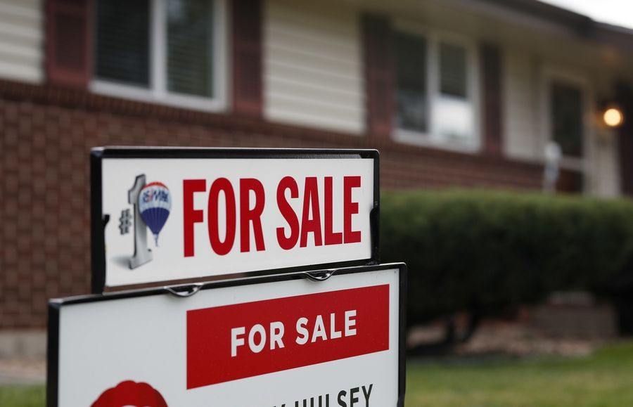 U.S. long-term mortgage rates fell this week, offering a slight degree of relief to would-be homebuyers after the stock market has tumbled. Mortgage buyer Freddie Mac says Thursday, Dec. 27, the average rate on the benchmark 30-year, fixed-rate mortgage dipped to 4.55 percent from to 4.62 percent last week.