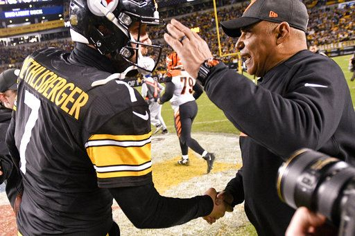 81644013 Pittsburgh Steelers quarterback Ben Roethlisberger (7) greets Cincinnati  Bengals head coach Marvin Lewis after