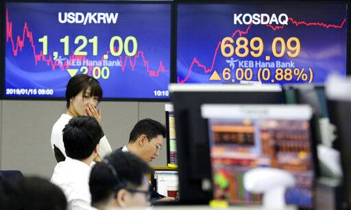 Currency traders work at the foreign exchange dealing room of the KEB Hana Bank headquarters in Seoul, South Korea, Tuesday, Jan. 15, 2019. Asian markets bounced back from slight early losses on Tuesday after senior economic officials said Beijing will cut taxes and keep monetary policy flexible to help weather China's slowdown.