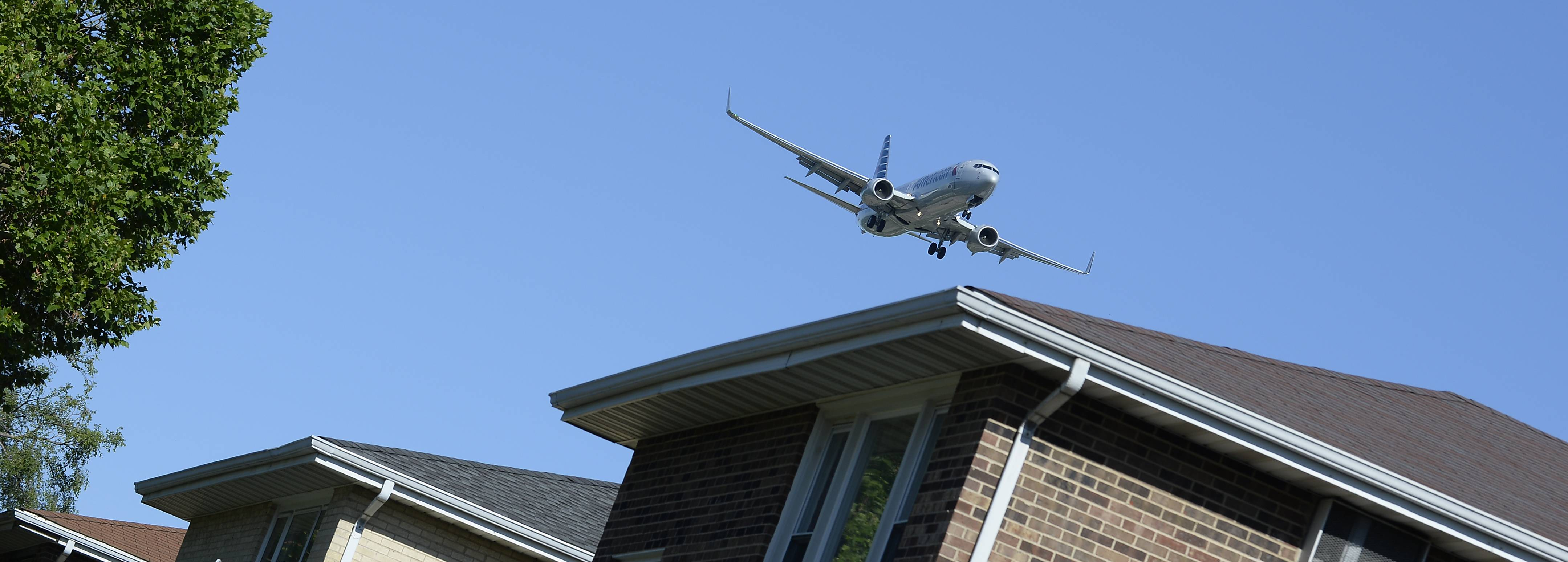 Mark Welsh/mwelsh@dailyherald.com Low-flying jets prepare to land at O'Hare International Airport running parallel to the houses on Hillside Drive in Bensenville.