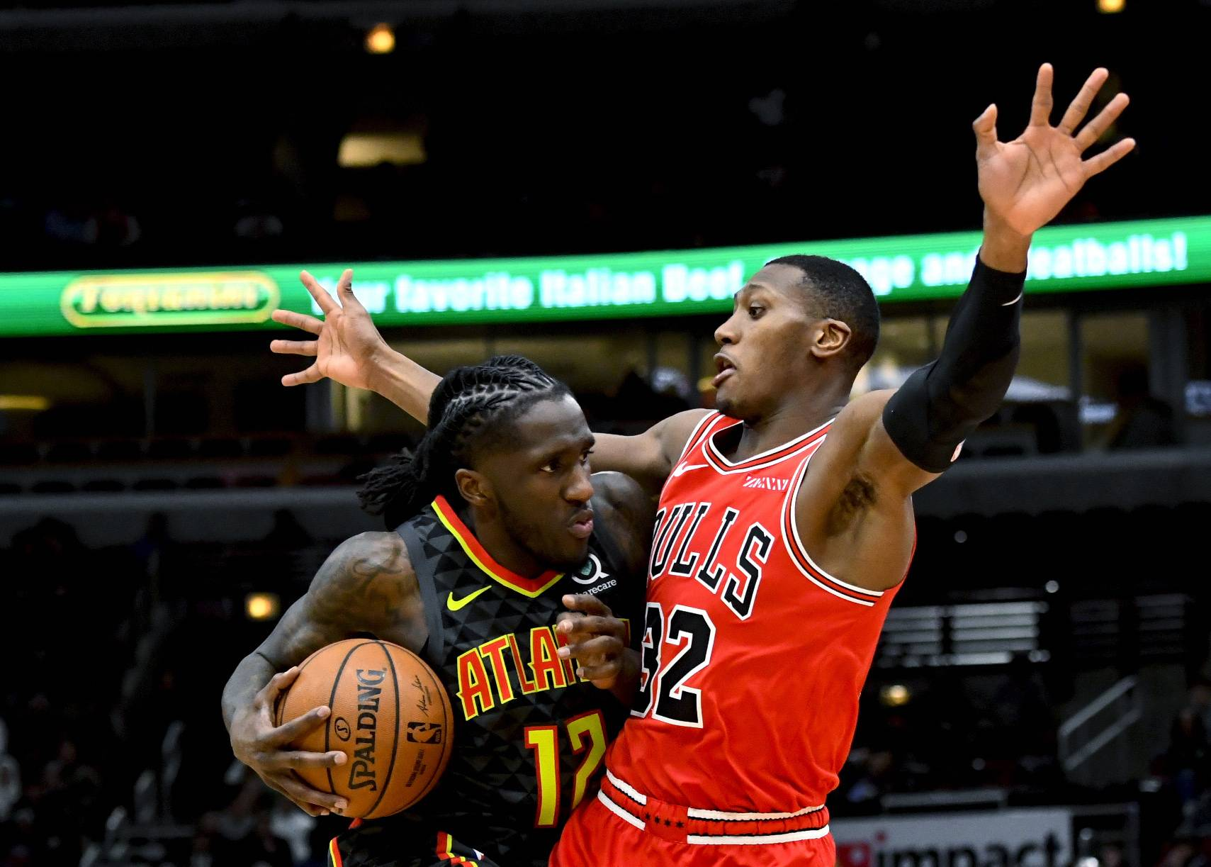 Hawks don't need legend's help to blow past Bulls