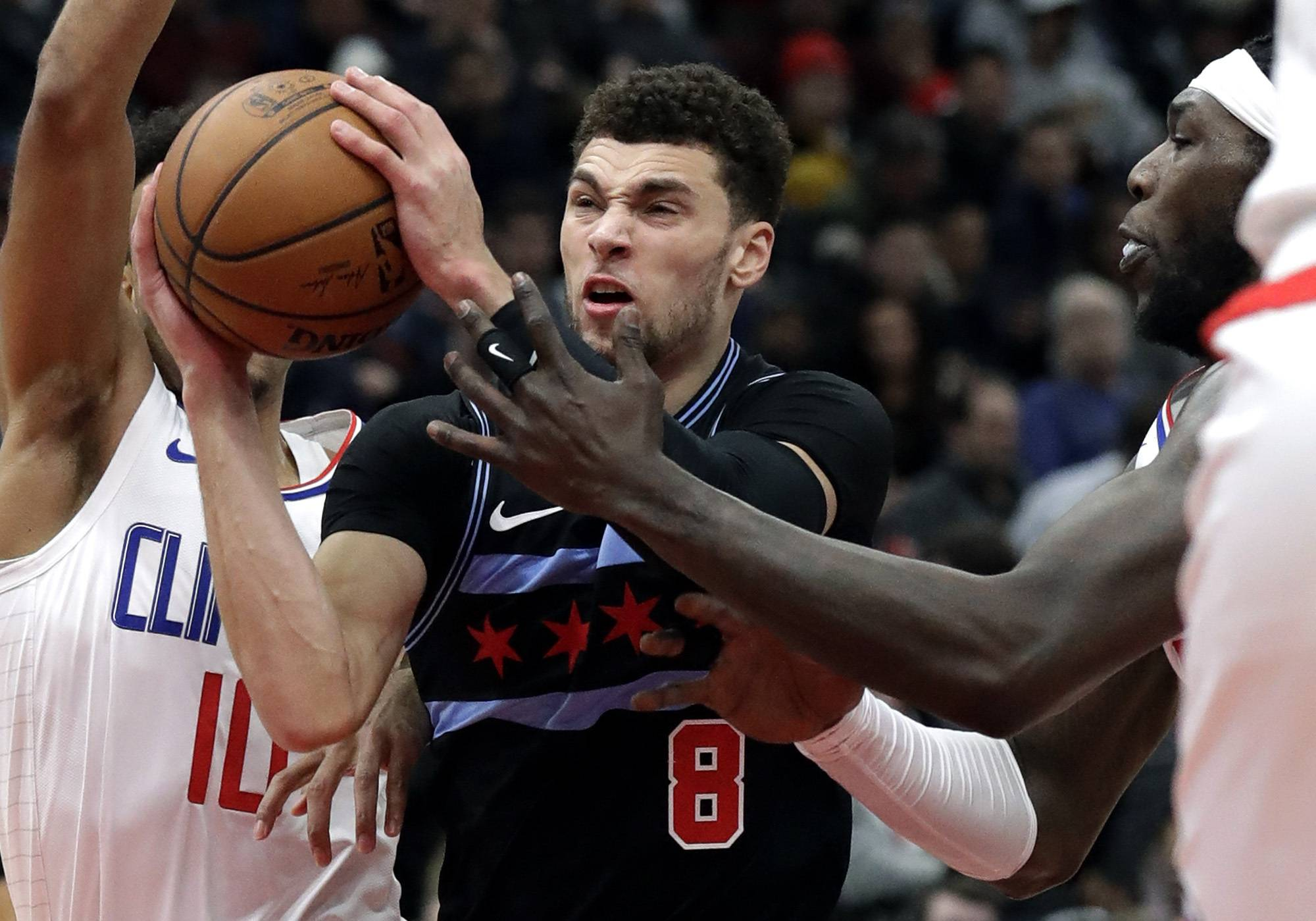 With chance to win, Bulls crumble in crunch time