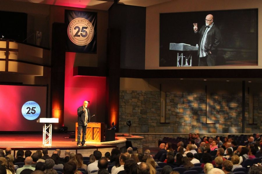 Pastor James MacDonald gives a sermon at the Harvest Bible Chapel in Elgin in 2013.