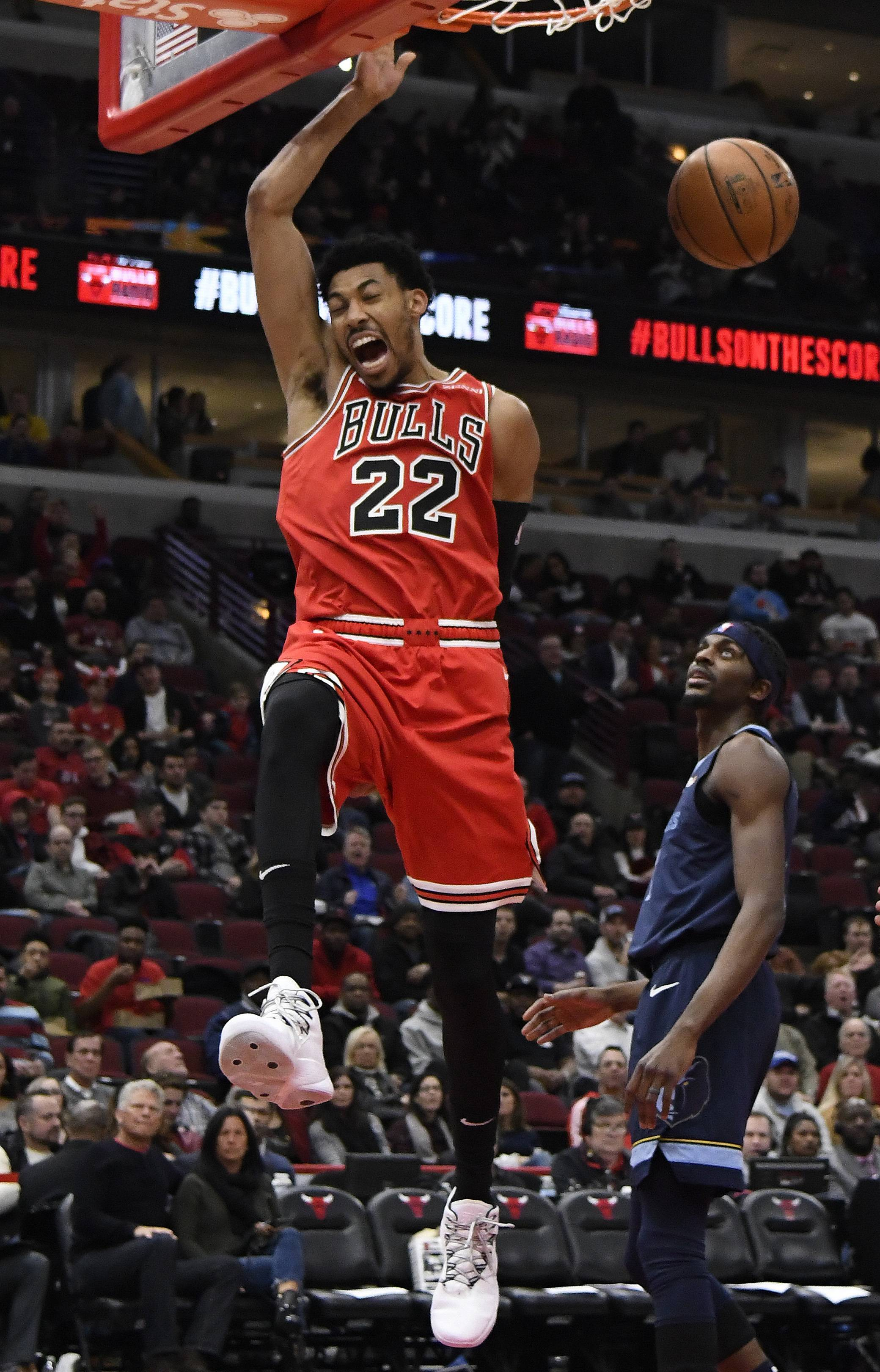 Porter scores career-high 37, Bulls snap home losing streak