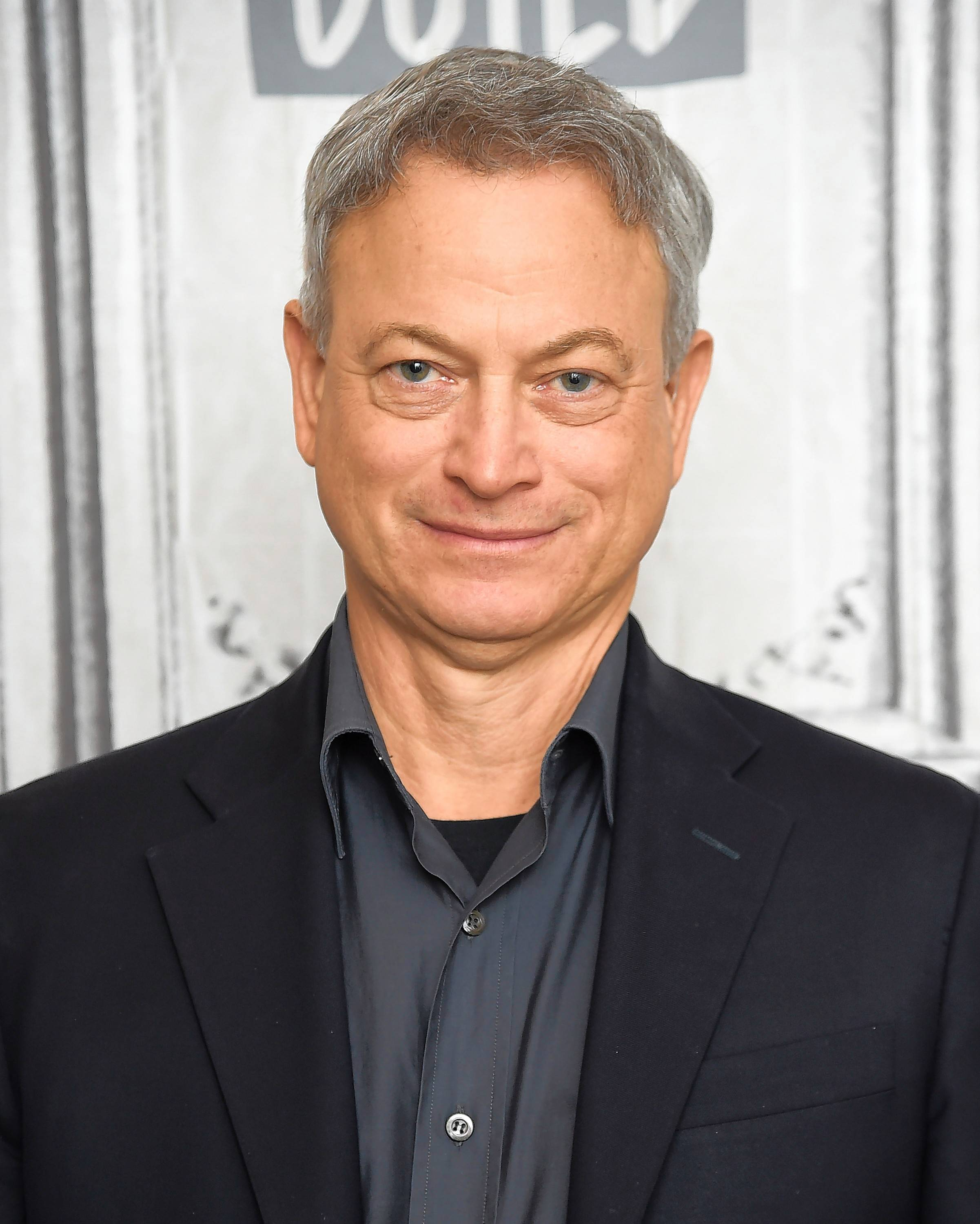 "Actor Gary Sinise, who recently released the memoir ""Grateful American: A Journey From Self to Service,"" will speak at Steppenwolf Theatre Monday, Feb. 18."