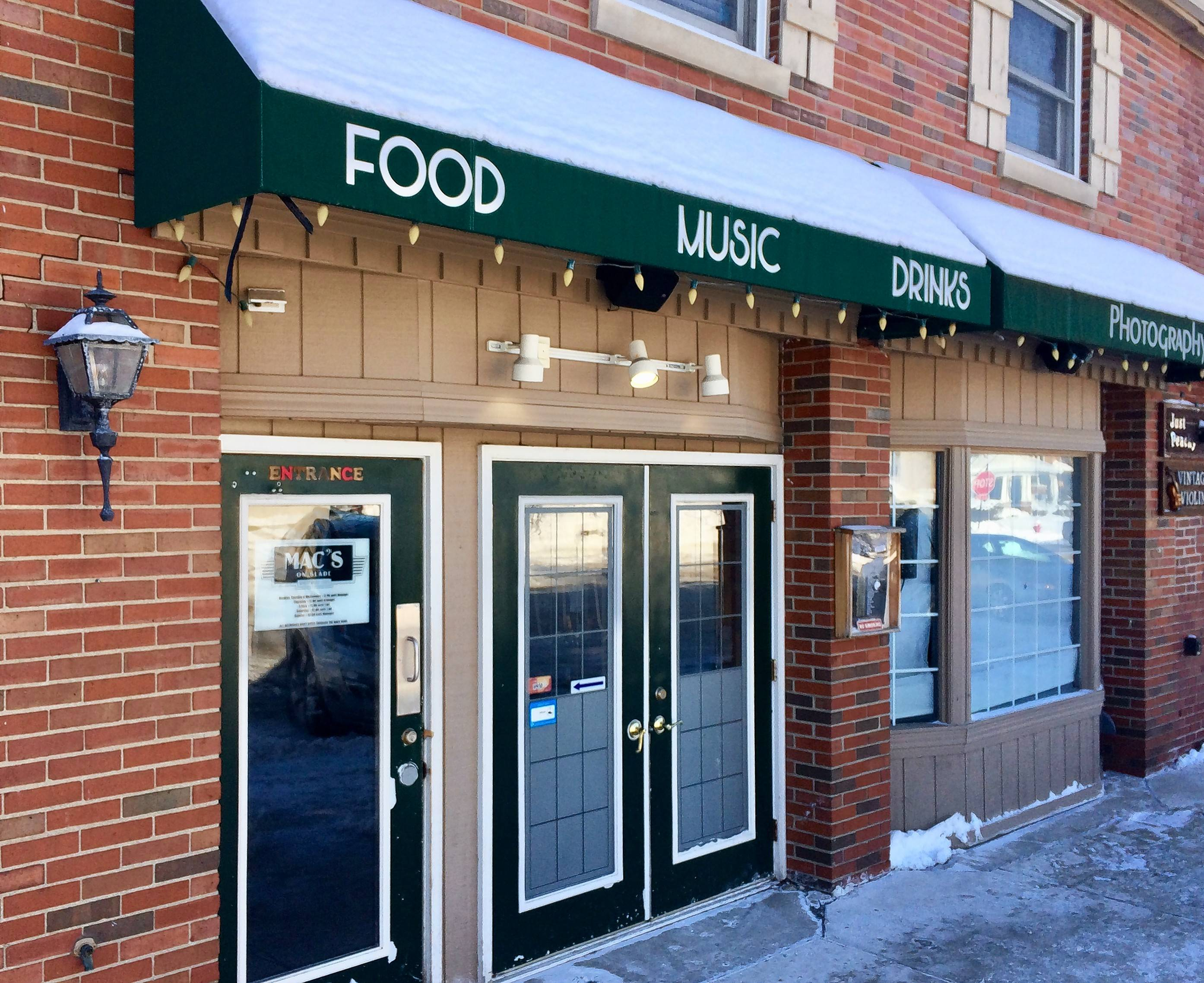 Mac's on Slade in downtown Palatine has a new liquor license and can continue operating. But Palatine's elected officials, frustrated by a recent ordinance violation by the bar, warned they may not give the business another chance.