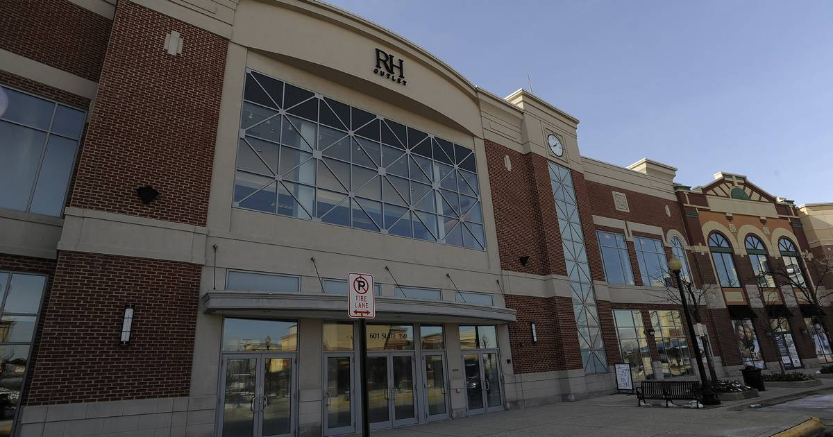 Restoration Hardware Outlet >> Restoration Hardware Outlet opens in former Schaumburg Carson's
