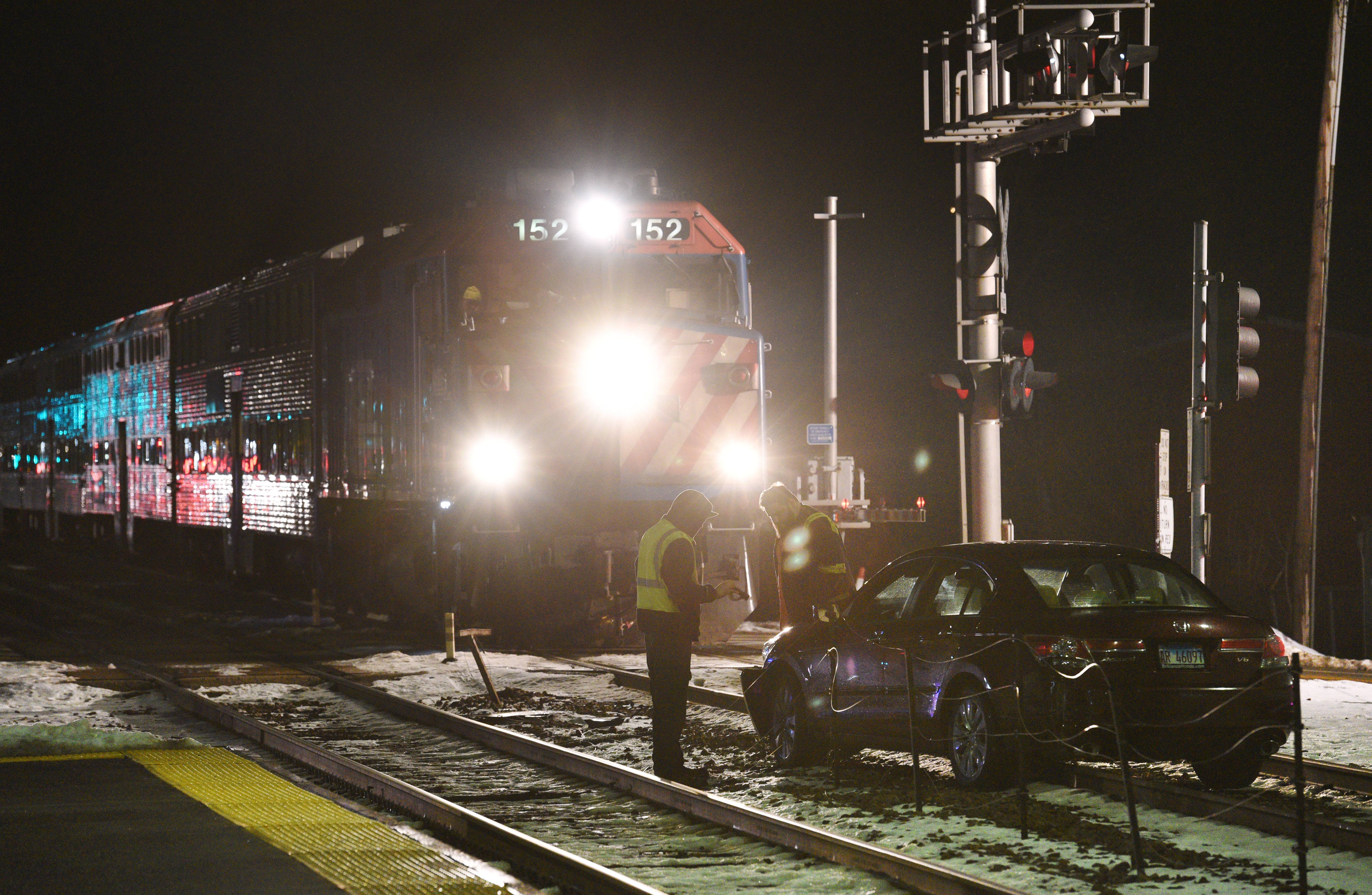 Metra halted at Fox River Grove after vehicle struck by train