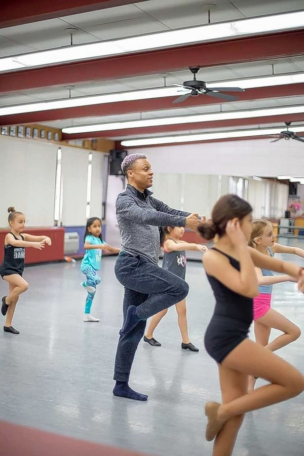 Professional dancer and choreographer Joe Musiel taught a free jazz class to several eager students. Musiel is a principle dancer at the Lyric Opera.