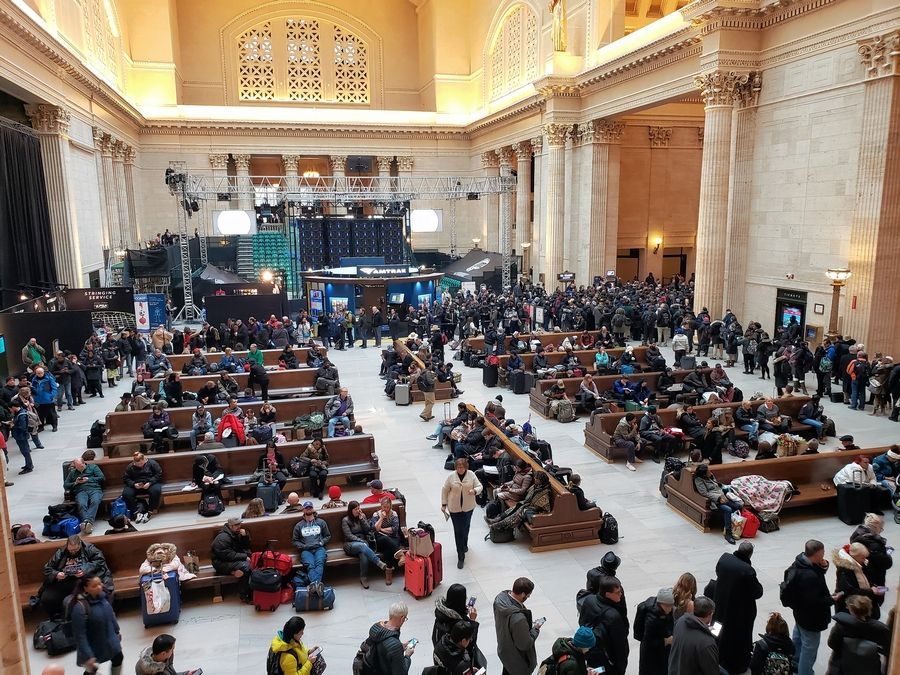Union Station's Great Hall was filled with waiting commuters Thursday afternoon. Signal problems that halted Amtrak and Metra trains at Union Station in the morning also caused major delays for people headed home.
