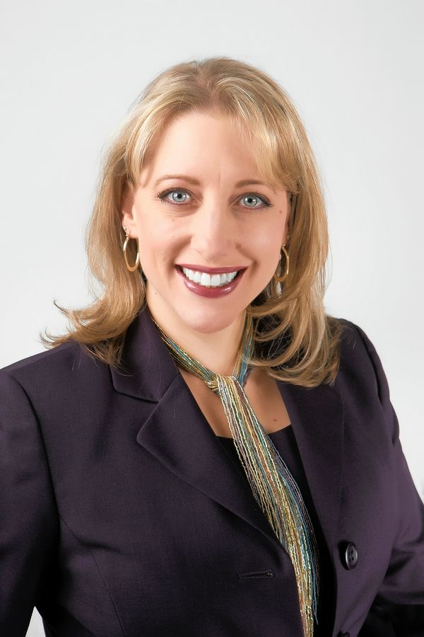 Kristie Cary Fingerhut is a candidate for Mundelein District 75 school board.