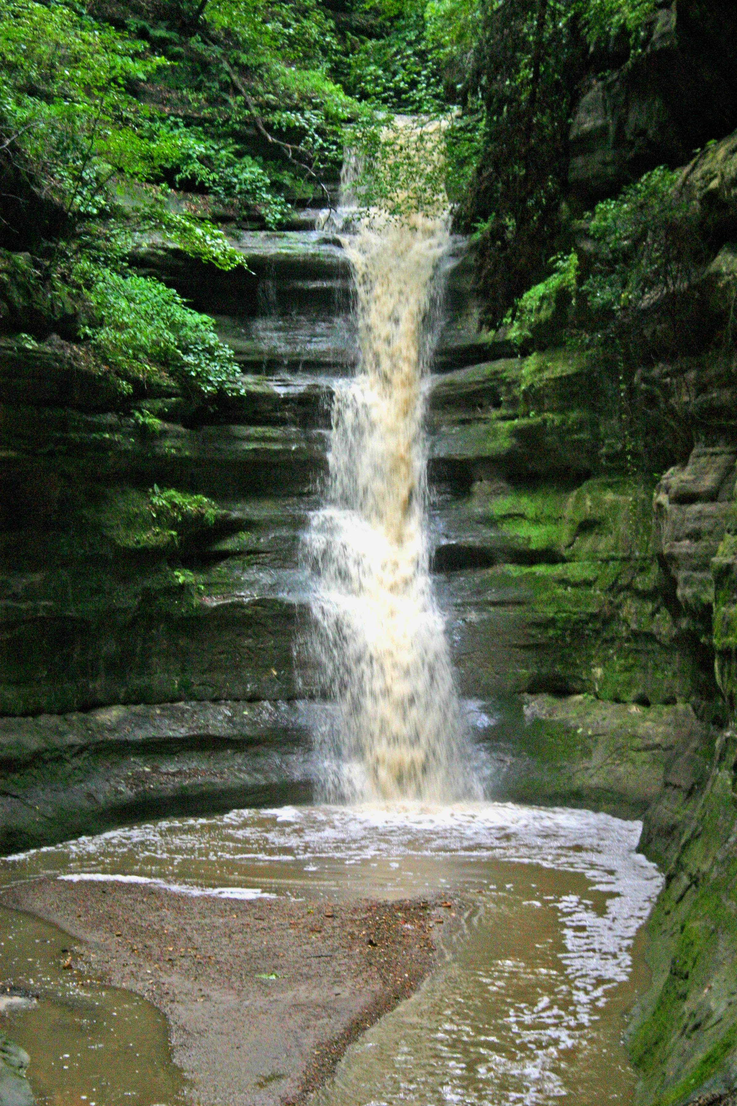 French Canyon at Starved Rock State Park in Oglesby, one of the best places to see natural waterfalls in Illinois.