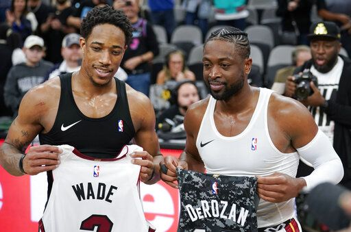 b9d228be4e61 Dragic scores 22 as Heat snap Spurs  9-game winning streak
