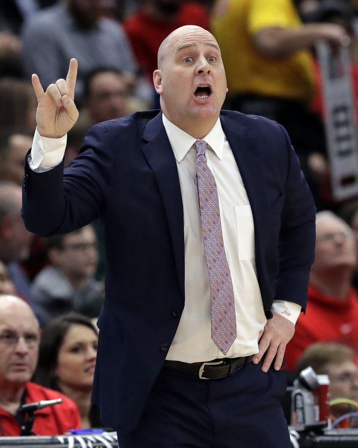 Chicago Bulls coach Jim Boylen gestures during the first half of the team's NBA basketball game against the Washington Wizards, Wednesday, March 20, 2019, in Chicago.