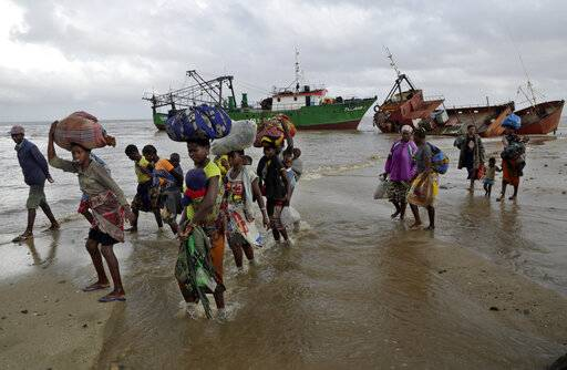 Displaced families arrive after being rescued by boat from a flooded area of Buzi district, 200 kilometers (120 miles) outside Beira, Mozambique, on Saturday, March 23, 2019.  A second week has begun of efforts to find and help tens of thousands of people after Cyclone Idai devastated a large swath of Mozambique.