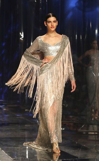 Ap Photos Saris Stand Out On Indian Fashion Runway