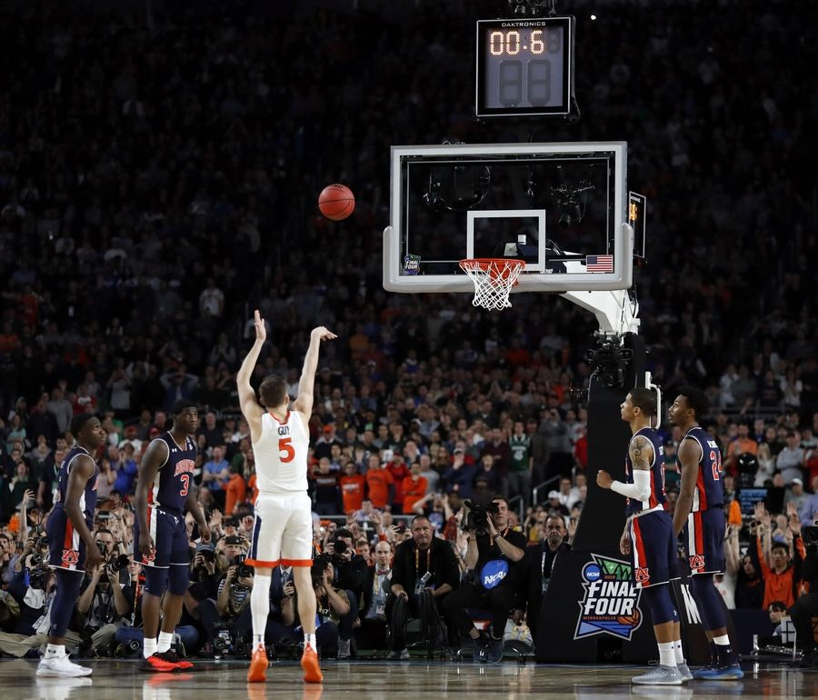 Virginia's Kyle Guy (5) shoots the last free throw to defeat Auburn 63-62 during the second half in the semifinals of the Final Four NCAA college basketball tournament, Saturday, April 6, 2019, in Minneapolis.