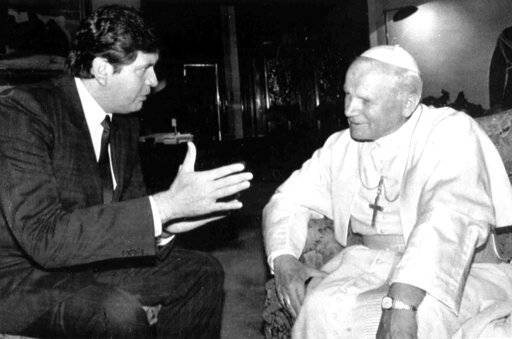 FILE - In this May 15, 1988 file photo, President of Peru Alan García visits with Pope John Paul II in the Presidential Palace, in Lima, Peru. Current Peruvian President Martinez Vizcarra said Garcia, the 69-year-old former head of state died Wednesday, April 17, 2019, after undergoing emergency surgery in Lima. Garcia shot himself in the head early Wednesday as police came to detain him in connection with a corruption probe.