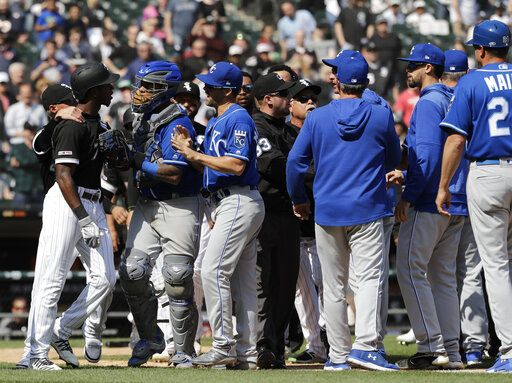 Royals Hit Anderson After Chisox Ss Flips Bat Benches Clear