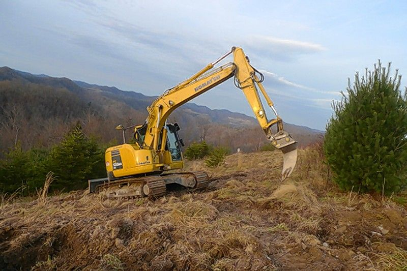 A Komatsu hydraulic excavator helps prepare a site for planting as part of Green Forests Work reforestation efforts in Appalachia.