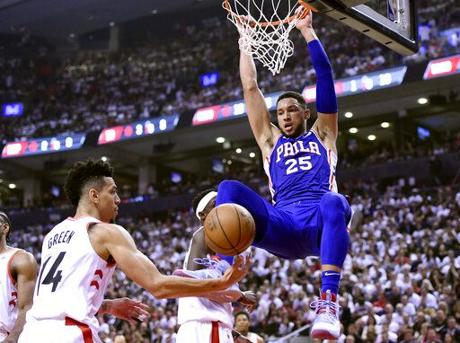 Leonard scores 45 points, Raptors top 76ers 108-95 in Game 1