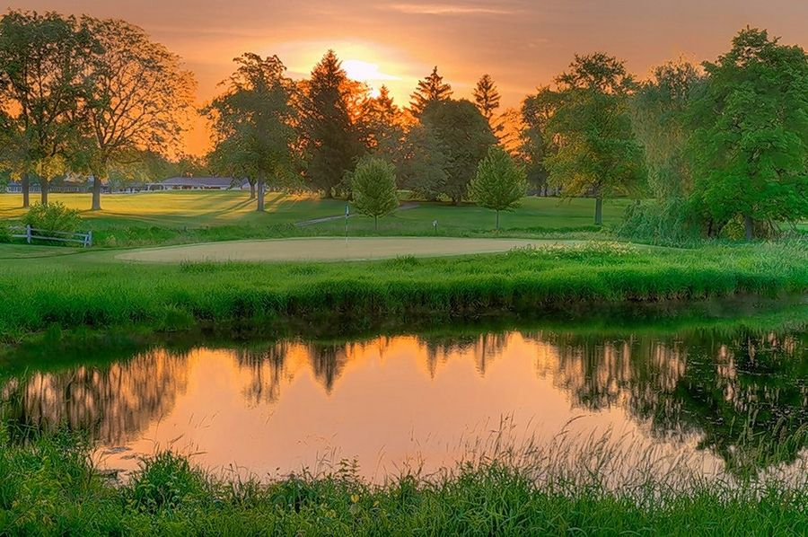 Brae Loch Golf Club in Grayslake offers a relaxed environment with its mature trees and sweeping vistas.