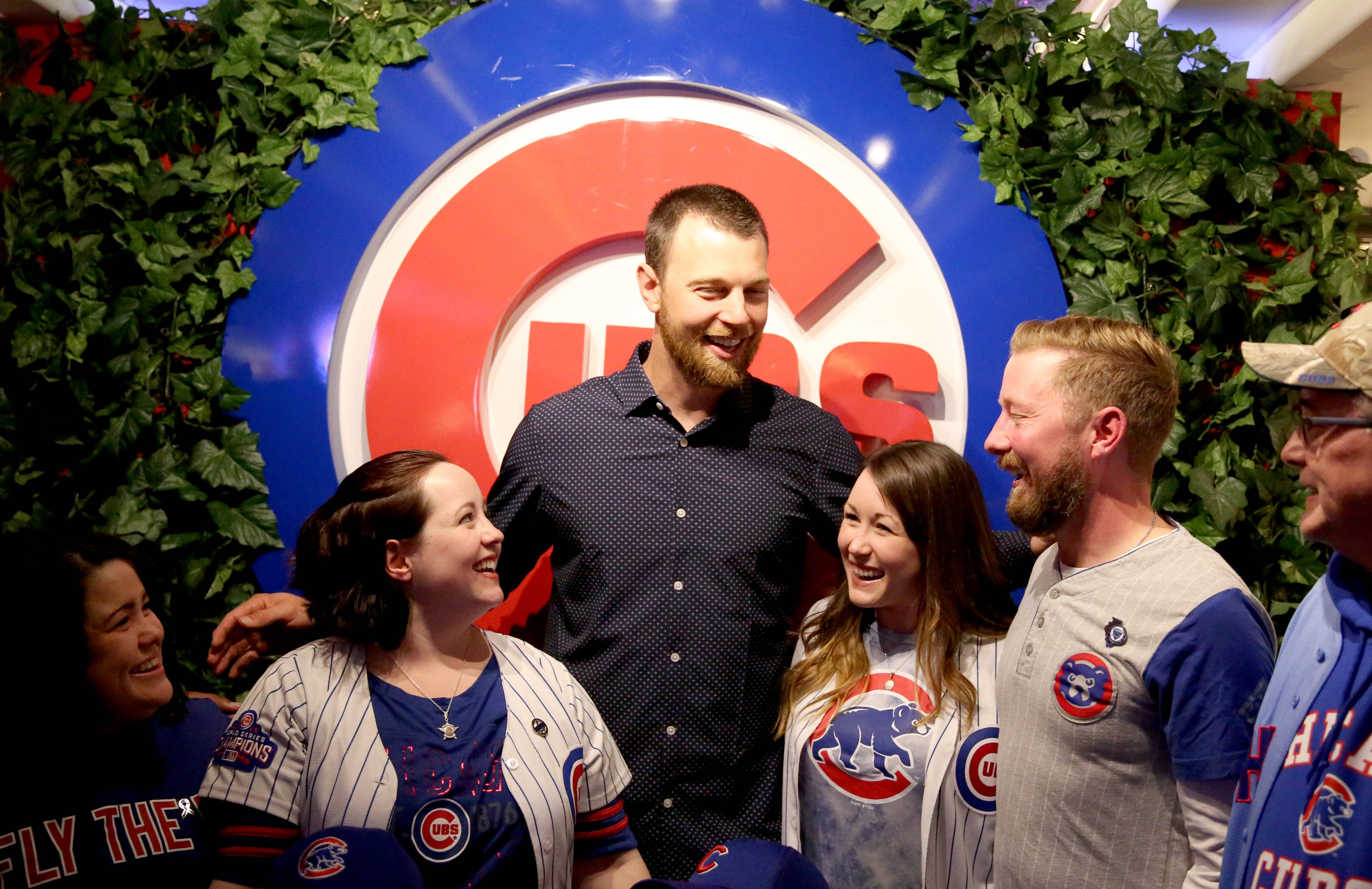 Cubs greats assemble to aid family of slain deputy