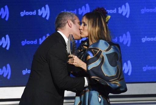 Actress Sarah Jessica Parker, right, presents the Vito Russo award to Andy Cohen at the 30th annual GLAAD Media Awards at the New York Hilton Midtown on Saturday, May 4, 2019, in New York. (Photo by Evan Agostini/Invision/AP)