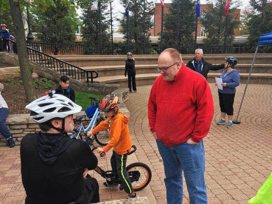 Juergen Juffa, chairman of the Arlington Heights Bicycle and Pedestrian Advisory Commission, talks with fellow cyclists before the start of the community bike ride Saturday.