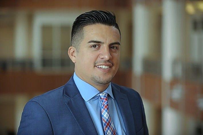 Schaumburg native Eddy Mejia, who's building a business called DisplayInfinity aimed at collectors of sports apparel, is simultaneously pursuing an MBA at the University of Illinois' Gies College of Business in Champaign.