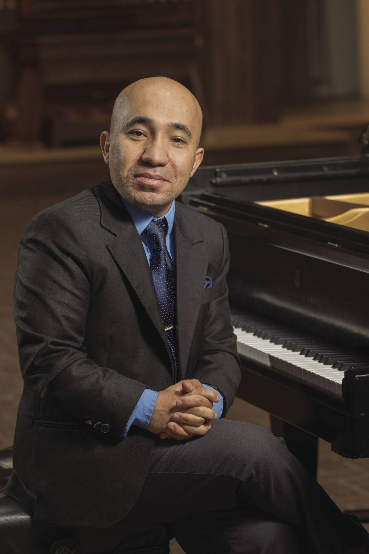 Egyptian pianist Wael Farouk is the featured soloist with the Lake Forest Symphony.