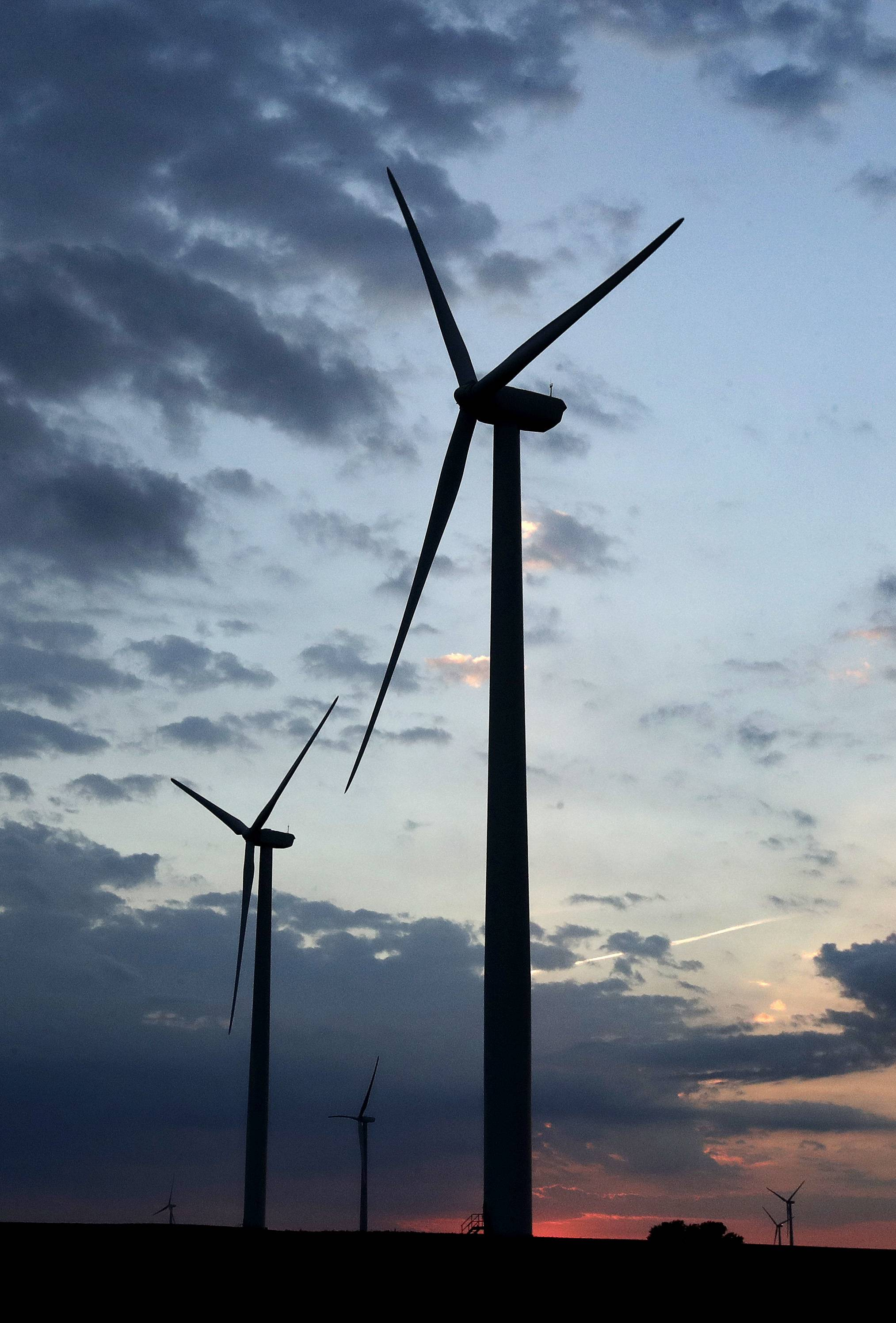 Illinois legislators likely will not take action on renewable energy proposals before they adjourn May 31.