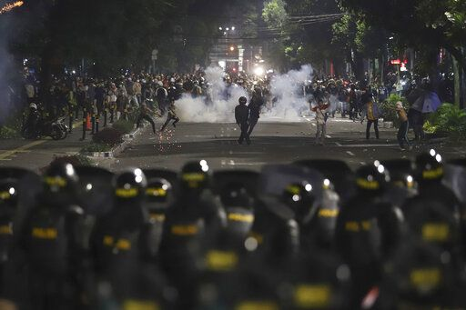 Supporters of Indonesian presidential candidate Prabowo Subianto clash with the police in Jakarta, Indonesia, early Wednesday, May 22, 2019. Supporters of the unsuccessful presidential candidate clashed with security forces and set fire to a police dormitory and vehicles in the Indonesian capital on Wednesday after the release of official election results.