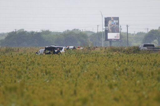 Police: 6 migrants killed in Texas SUV wreck