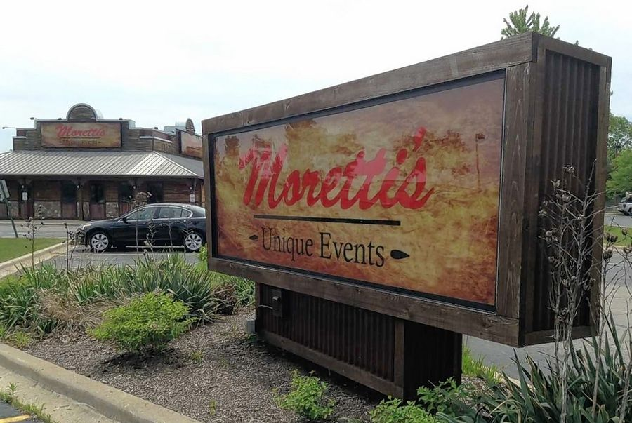 Moretti's Unique Events has replaced the shuttered Sweet Caroline's Bar-N-Que at the southeast corner of Barrington and Higgins roads in Hoffman Estates. Owners Ala Carte Entertainment say it provides needed banquet and party space for the Moretti's Ristorante & Pizzeria location next door.