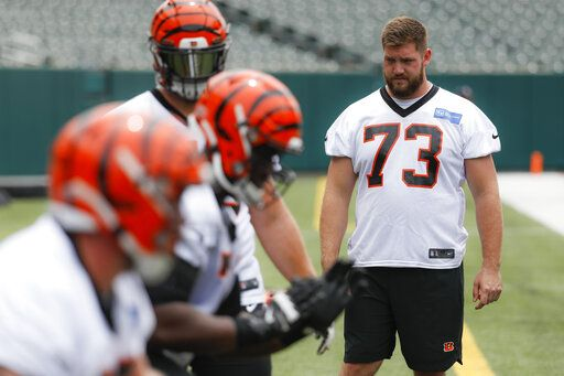 5777b170 Bengals' top pick Williams is injured, watching minicamp