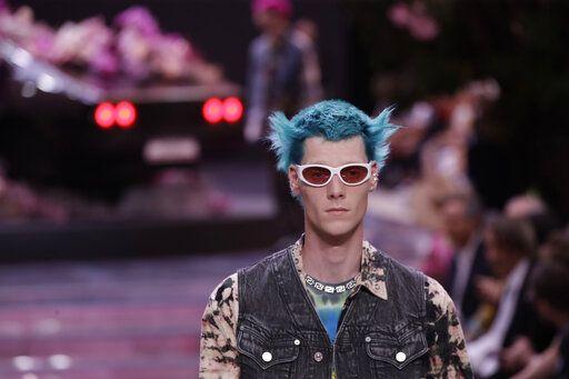 77175d61 Versace to Emporio: Men's looks shine, literally, in Milan
