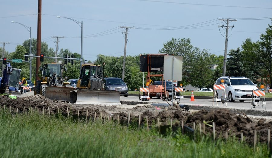 It's against the law to use a hand-held cellphone or device while driving in Illinois, even if traffic is going slow because of construction. In fact, police urge drivers to pay extra attention and follow the speed limit in roadwork zones.
