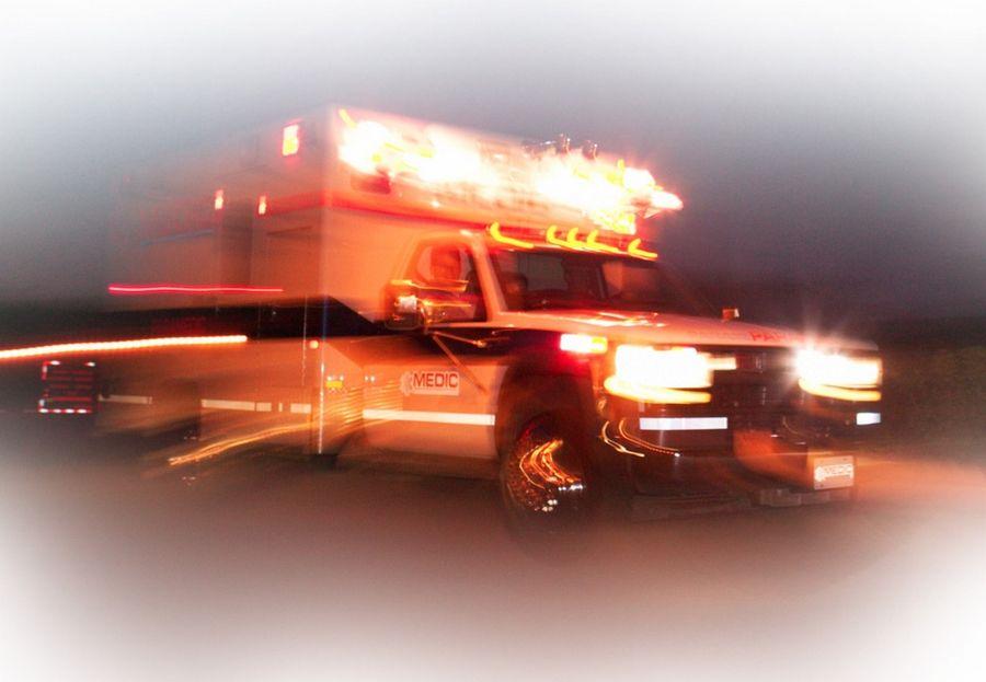 Police: Kankakee man dies in one-car crash in Aurora