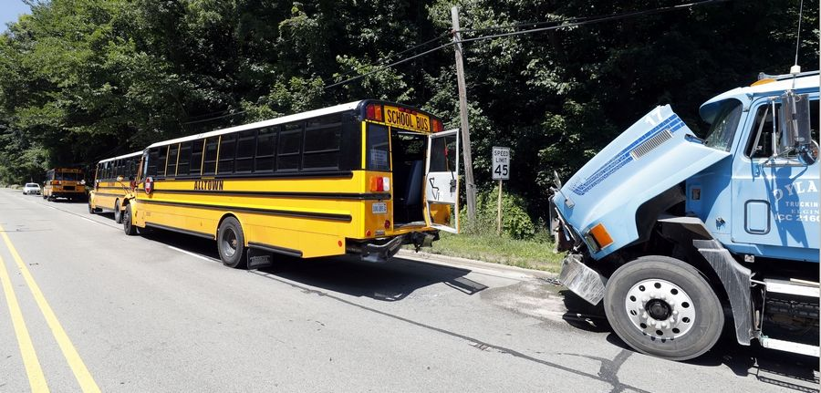 17 children injured in bus crash near Libertyville