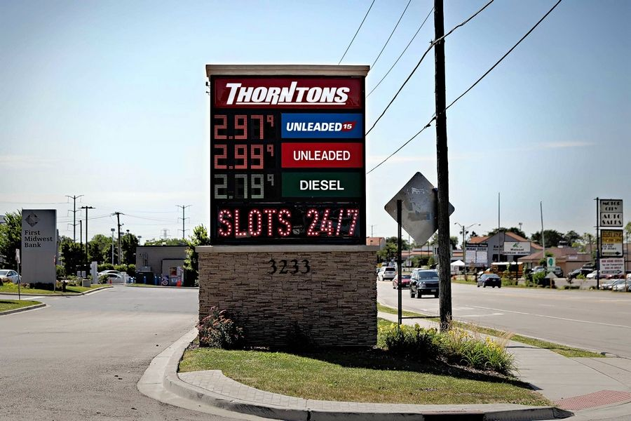 This Thorntons station in Waukegan has been allowed to act as a truck stop and offer video gambling -- even though big rigs could struggle to get gas and it's nearly five miles from the nearest interstate.