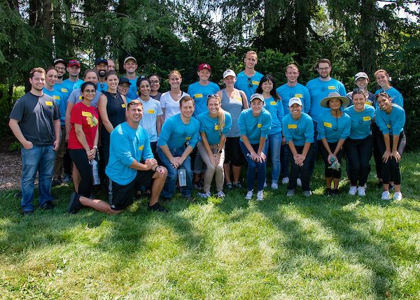 New students at Midwestern University's Chicago College of Osteopathic Medicine participate in a day of service as part of their orientation program.