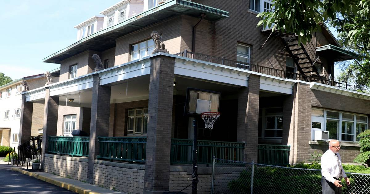 Naperville nonprofit offers free mansion -- if government agency