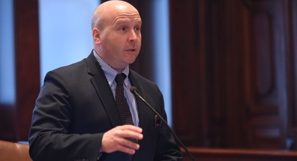 Sen  Tom Cullerton pleads not guilty to federal embezzlement