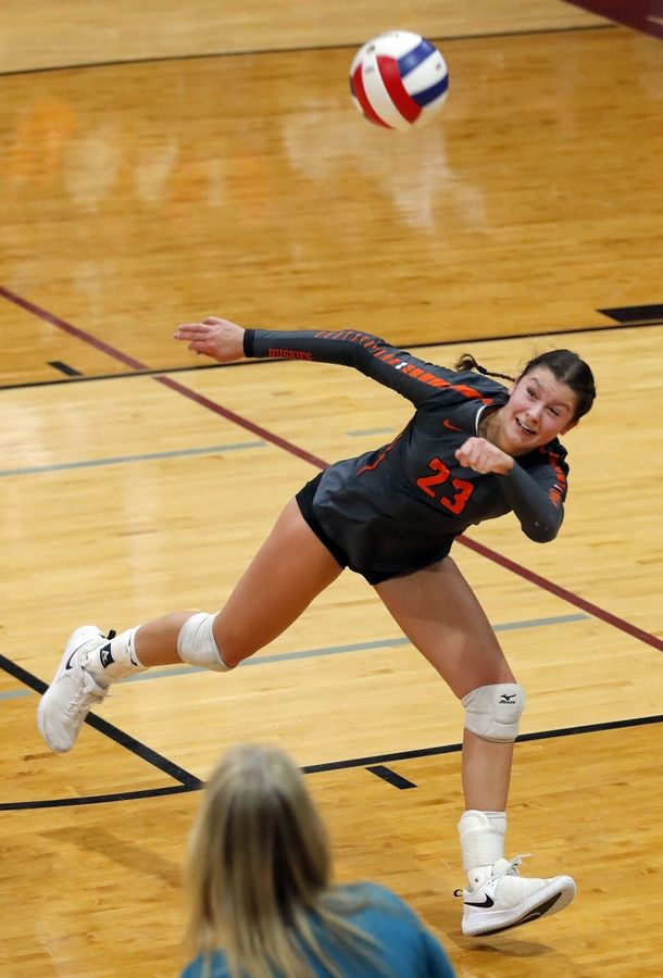 Hersey's Kati Kaburov saves a ball from going out of bounds during sectional girls volleyball action last season. Kaburov returns to the court this season for the talented Huskies.
