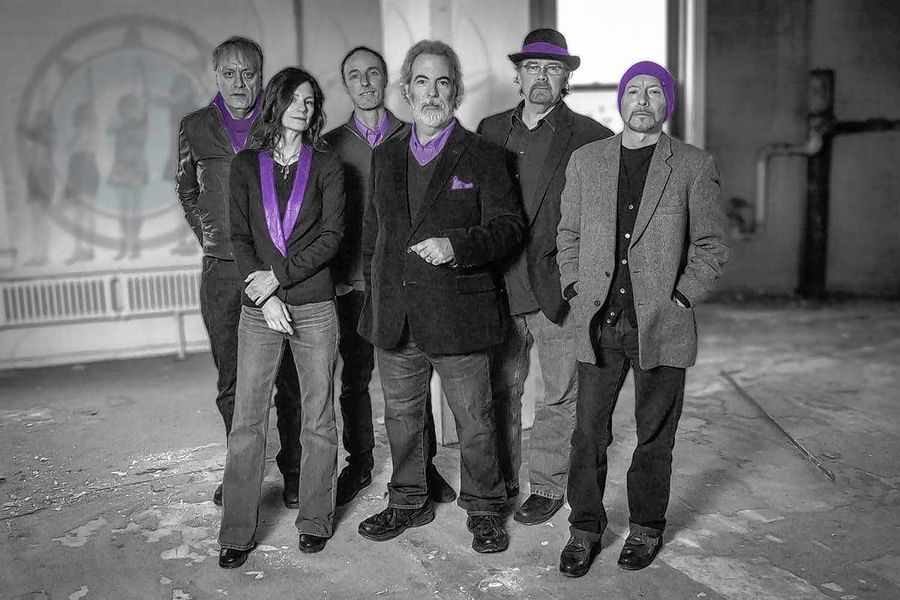 10,000 Maniacs will headline Schaumburg's Septemberfest Monday, Sept. 2.