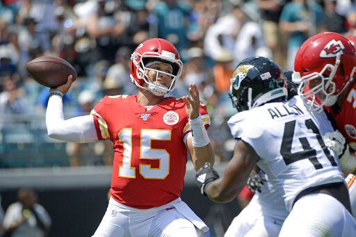 Chiefs lose Hill, handle Jags 40-26 behind Mahomes, Watkins