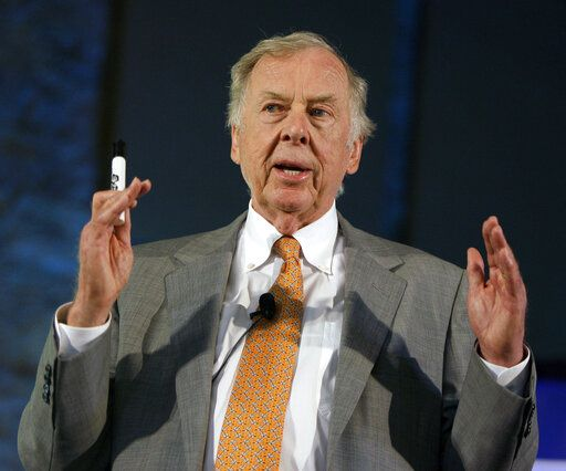 FILE - In this July 30, 2008, file photo, oil and gas developer T. Boone Pickens addresses a town hall meeting on energy independence in Topeka, Kan. Pickens, who amassed a fortune as an oil tycoon and corporate raider and gave much of it away as a philanthropist, has died. He was 91. Spokesman Jay Rosser confirmed Pickens' death Wednesday, Sept. 11, 2019.